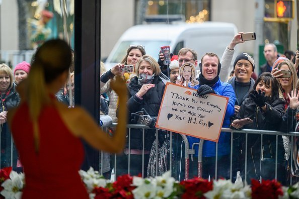 Kathie Lee Gifford waving at fans on Wednesday, December 12, 2018 | Photo: Getty Images