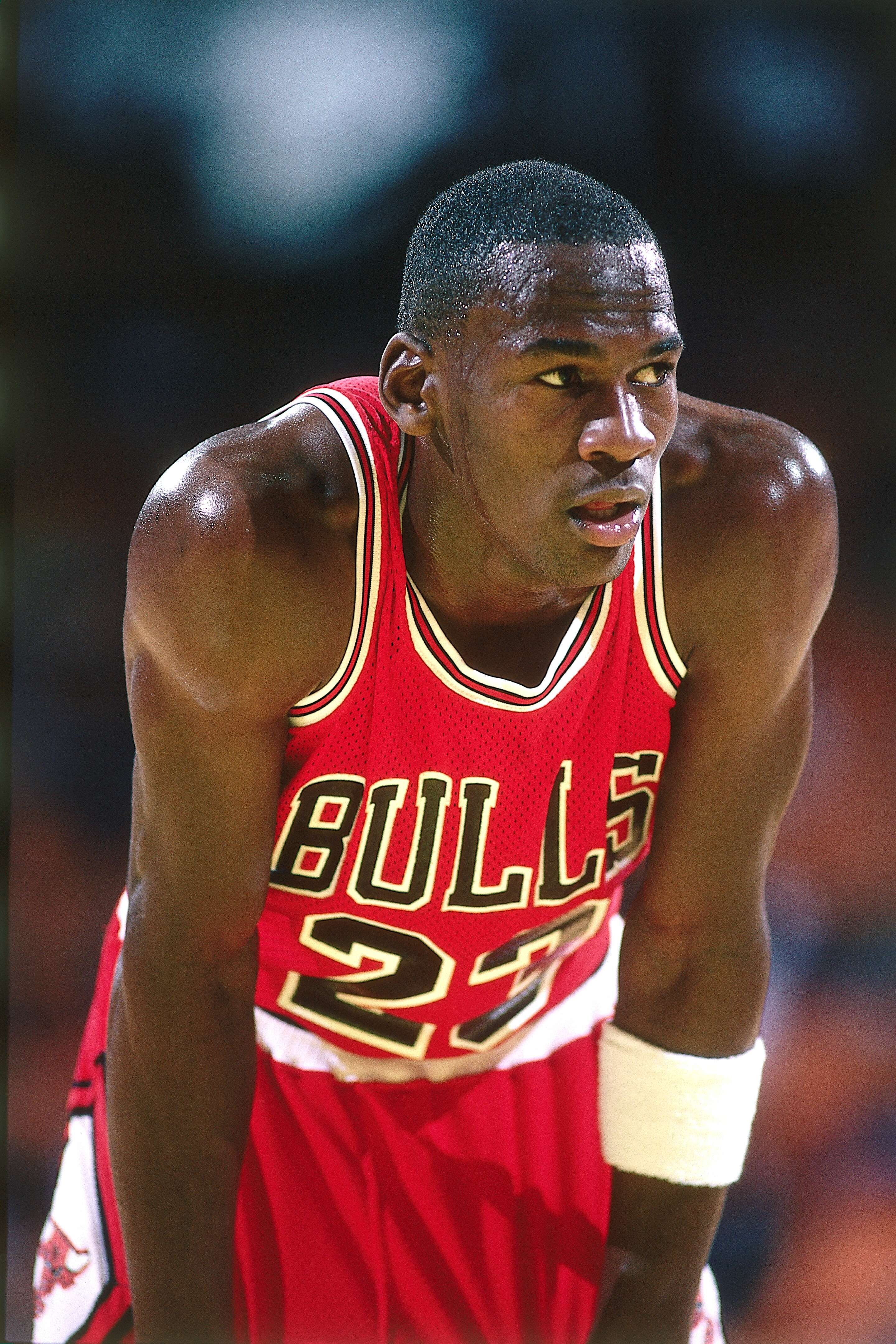 Michael Jordan in the 1986 season NBA game at the Great Western Forum in Los Angeles, California. | Source: Getty Images