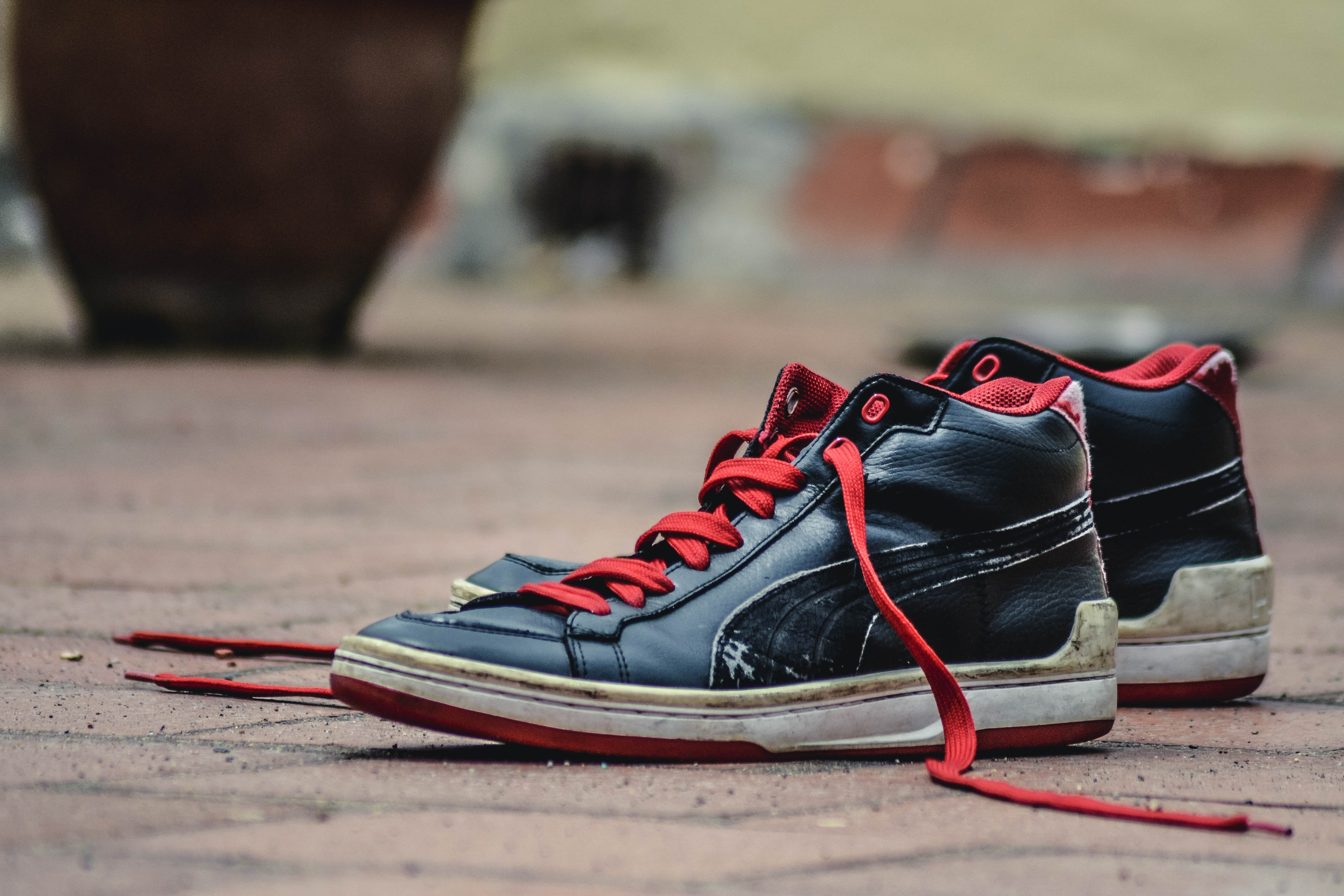 I started noticing shoes everywhere | Photo: Pexels