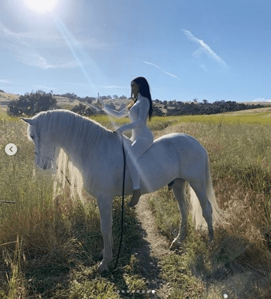 Kim Kardashian taking a selfie on a horse. I Image: Instagram/ kimkardashian