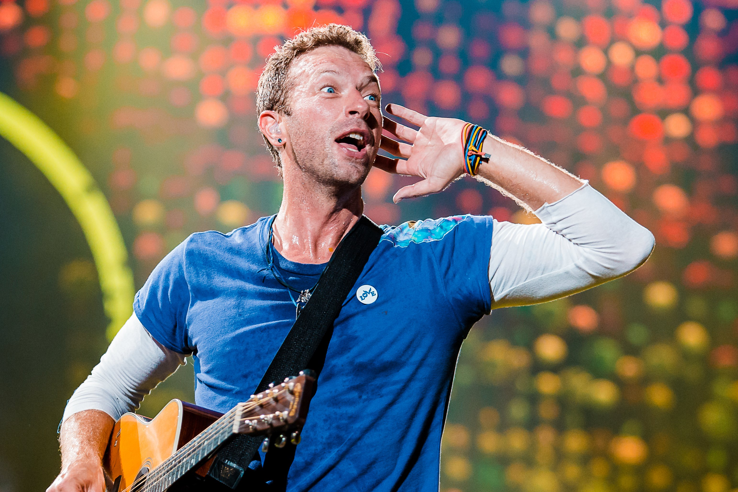 Chris Martin during a 2017 performance in Brazil. | Photo: Getty Images