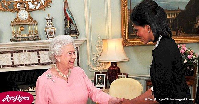 """Die Queen meint, dass das königliche Protokoll """"Unsinn"""" ist, so Michelle Obama"""