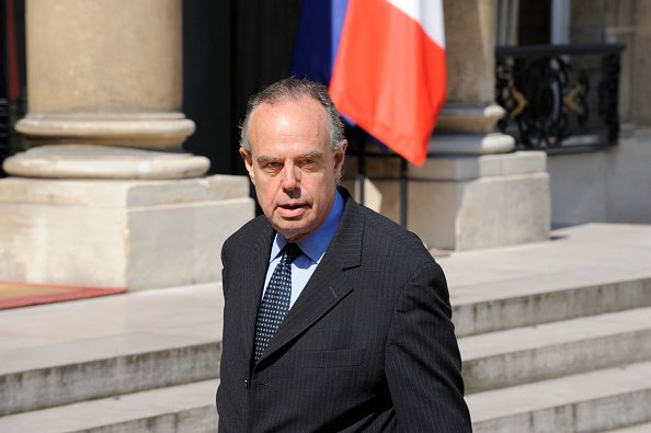 Frédéric Mitterrand après le remaniement ministeriel à Paris le 24 juin 2009. |Photo : Getty Images.