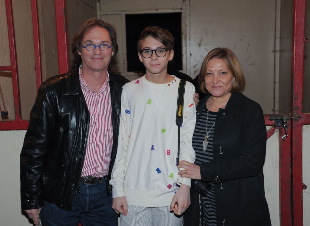 Richard Thomas, son Montana James Thomas, and wife Georgiana Bischoff Thomas in Damrosch Park on October 23, 2011 in New York City. | Photo: Getty Images