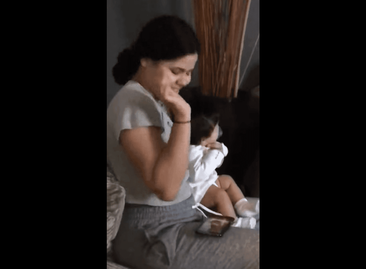 Frau mit Baby - Quelle: Facebook - JD Videos Oficial