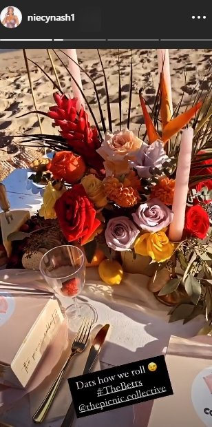 A photo of a bouquet at Jessica Betts and Niecy Nash's picnic. | Photo: Instagram/Niecynash1