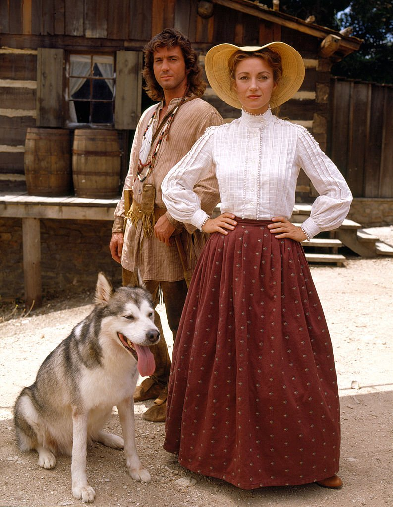 Jane Seymour and American actor Joe Lando along with a dog, in the television series 'Dr. Quinn, Medicine Woman,' July 1992. | Photo: Getty Images