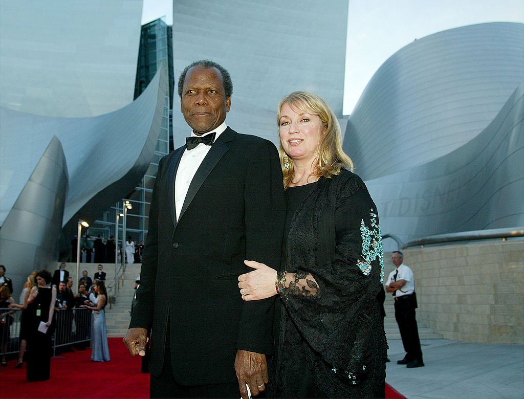 Sidney Poitier and second wife Joanna Shimkus attend the Walt Disney Concert Hall opening gala, day one of three, October 23, 2003 | Photo: Getty Images