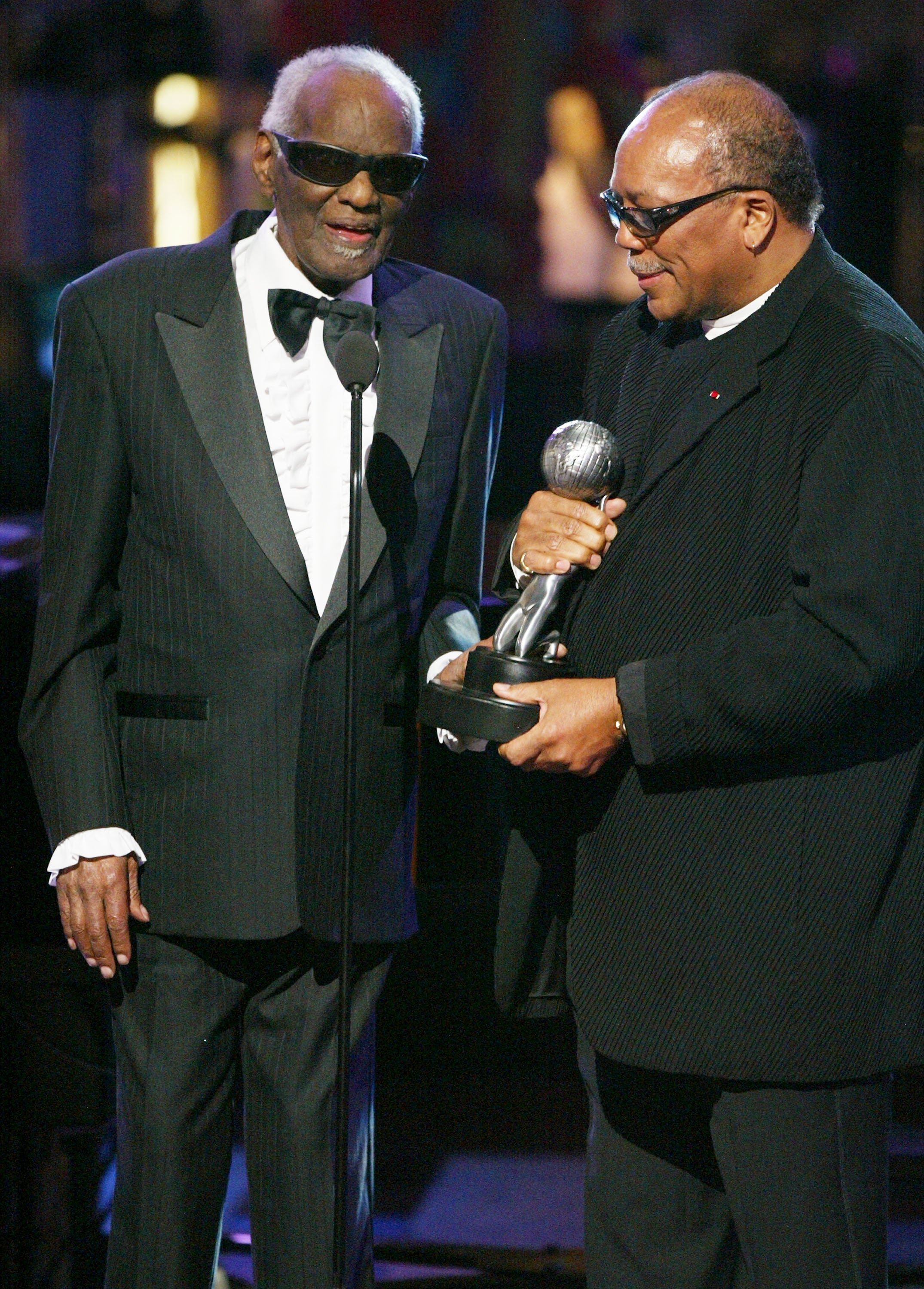 Ray Charles and Producer Quincy Jones on stage at the 35th Annual NAACP Image Awards at the Universal Amphitheatre, March 6, 2004 | Photo: GettyImages