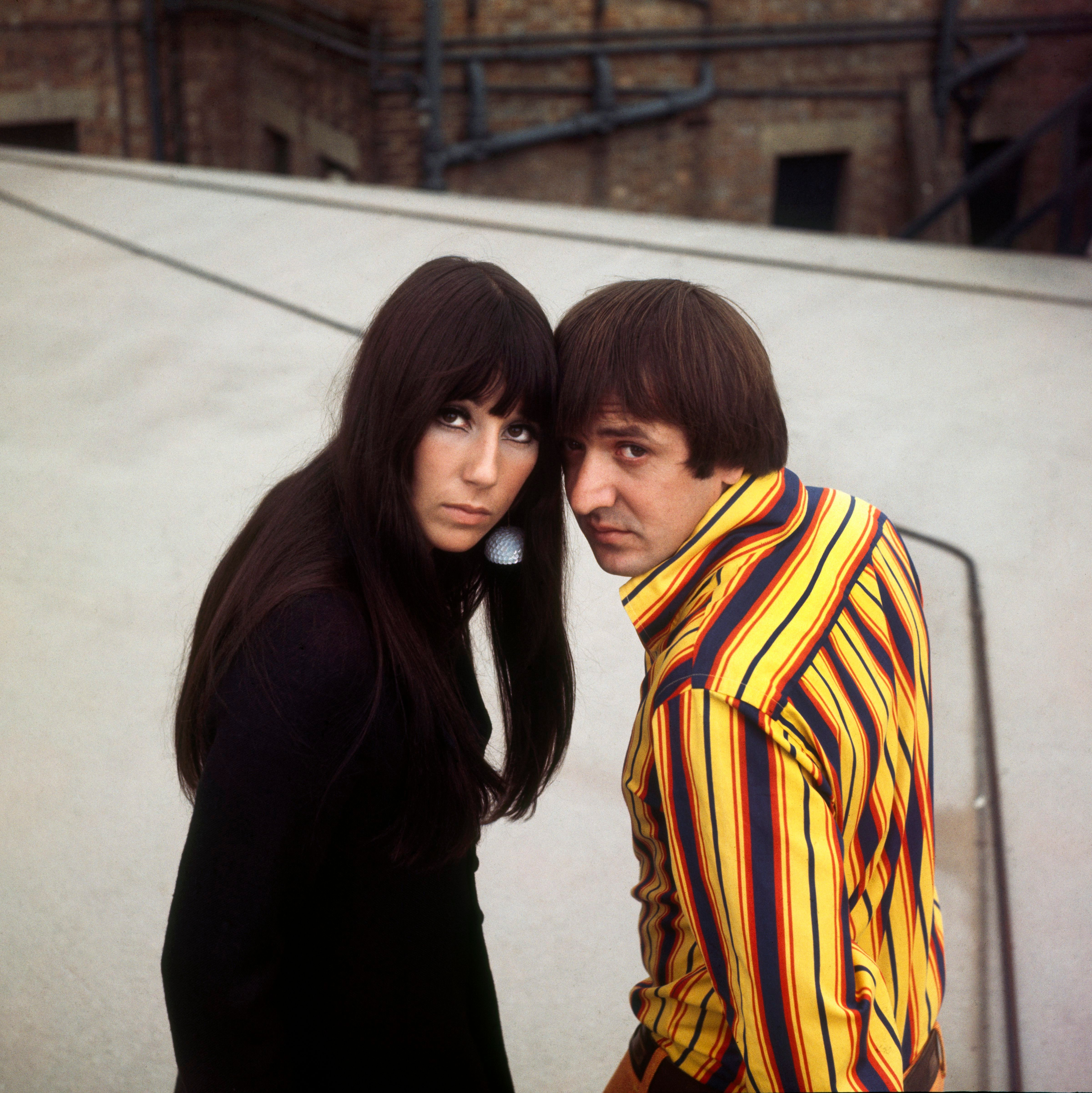 Cher and Sonny Bono in London on January 1, 1973 | Photo: George Wilkes/Hulton Archive/Getty Images