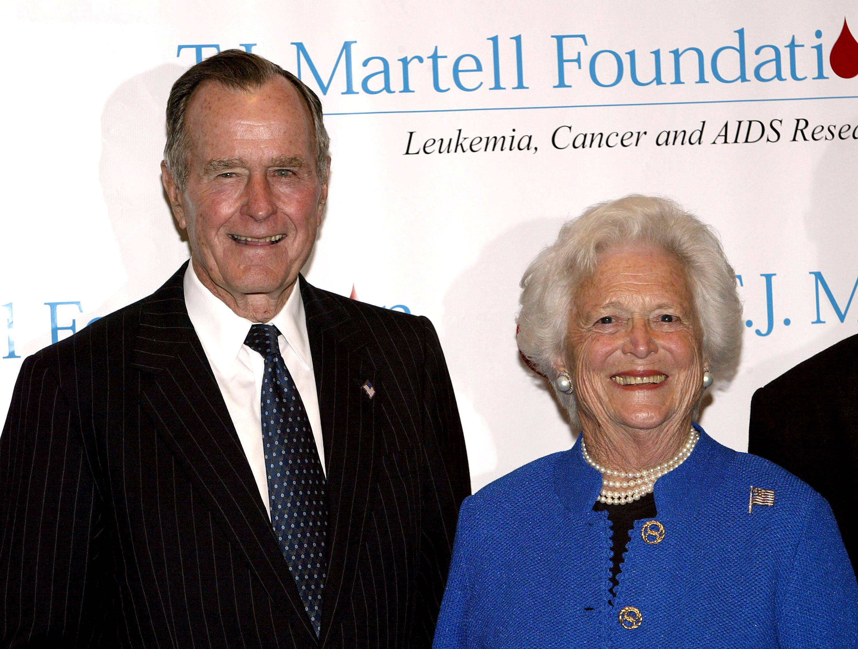 Former President George H. W. Bush and his wife Barbara at the 29th Annual T.J. Martell Foundation Awards Gala at the New York Hilton May 27, 2004 | Photo: Getty Images