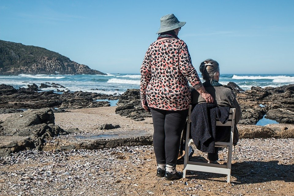 Two elderly woman by the beach catching up about their lives.   Photo: pixabay.com