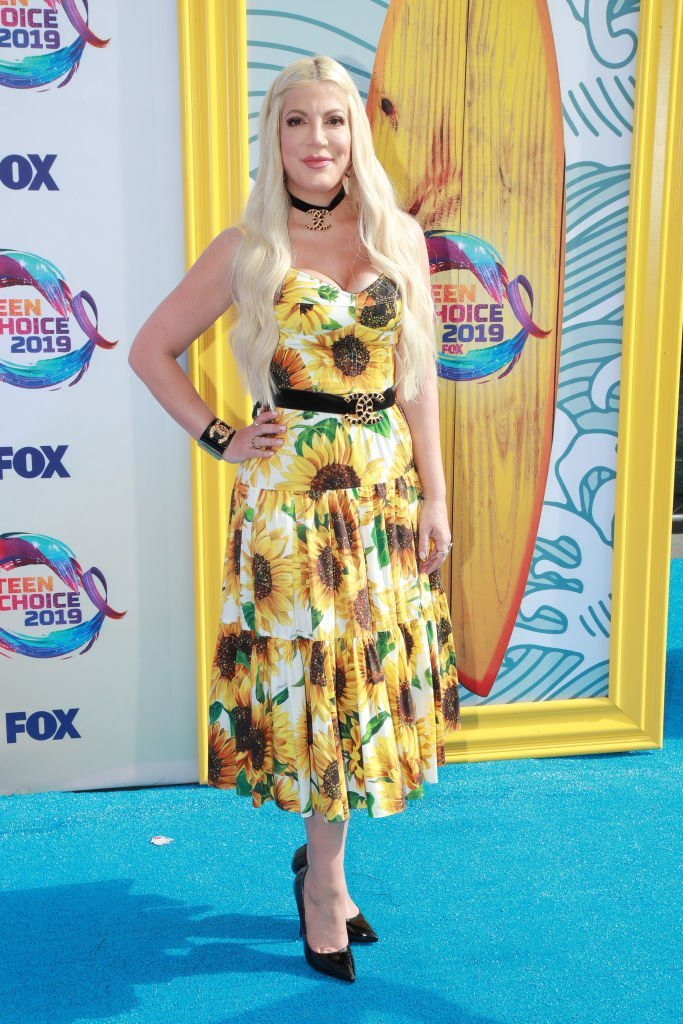 Tori Spelling attends FOX's Teen Choice Awards 2019 | Photo: Getty Images