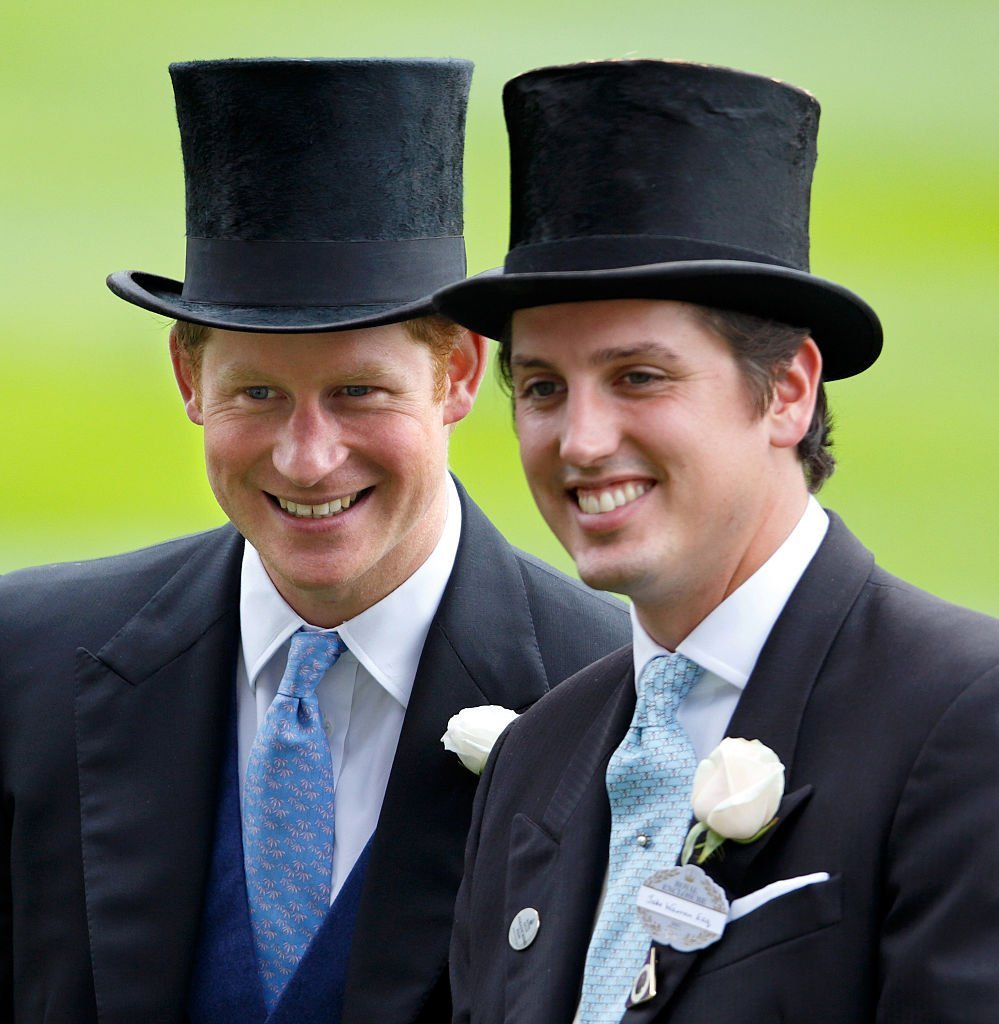 Le Prince Harry et Jake Warren assistent à la première journée de Royal Ascot à l'hippodrome d'Ascot le 16 juin 2015 | Photo : GettyImages