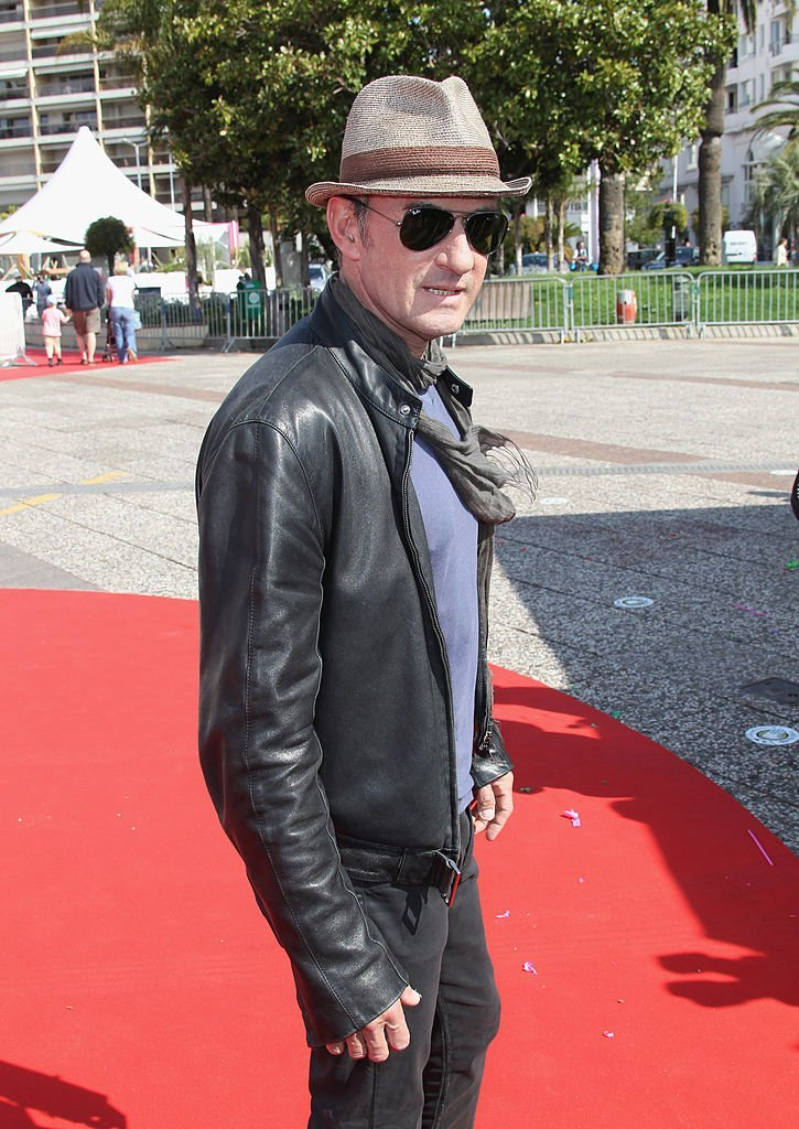 Christophe Dechavanne le 12 avril 2010 à Cannes. l Source : Getty Images