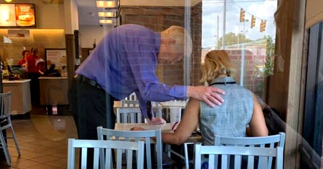 An elderly fast food employee was spotted praying for a a customer in need of some encouragement | Photo: Facebook/bnpangle