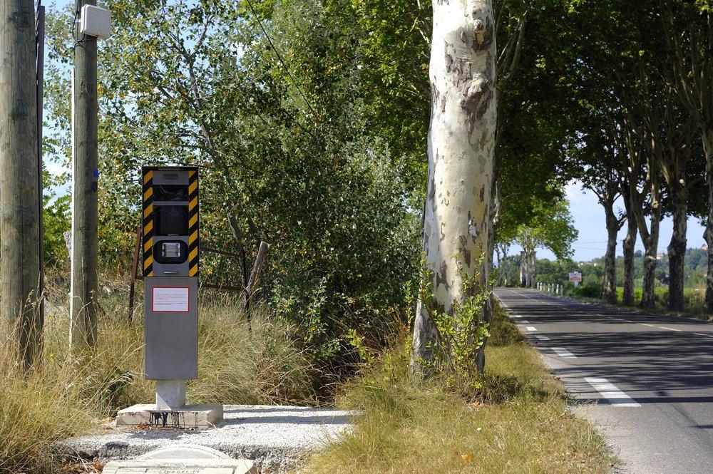 Un radar sur une route. l Source : Shutterstock