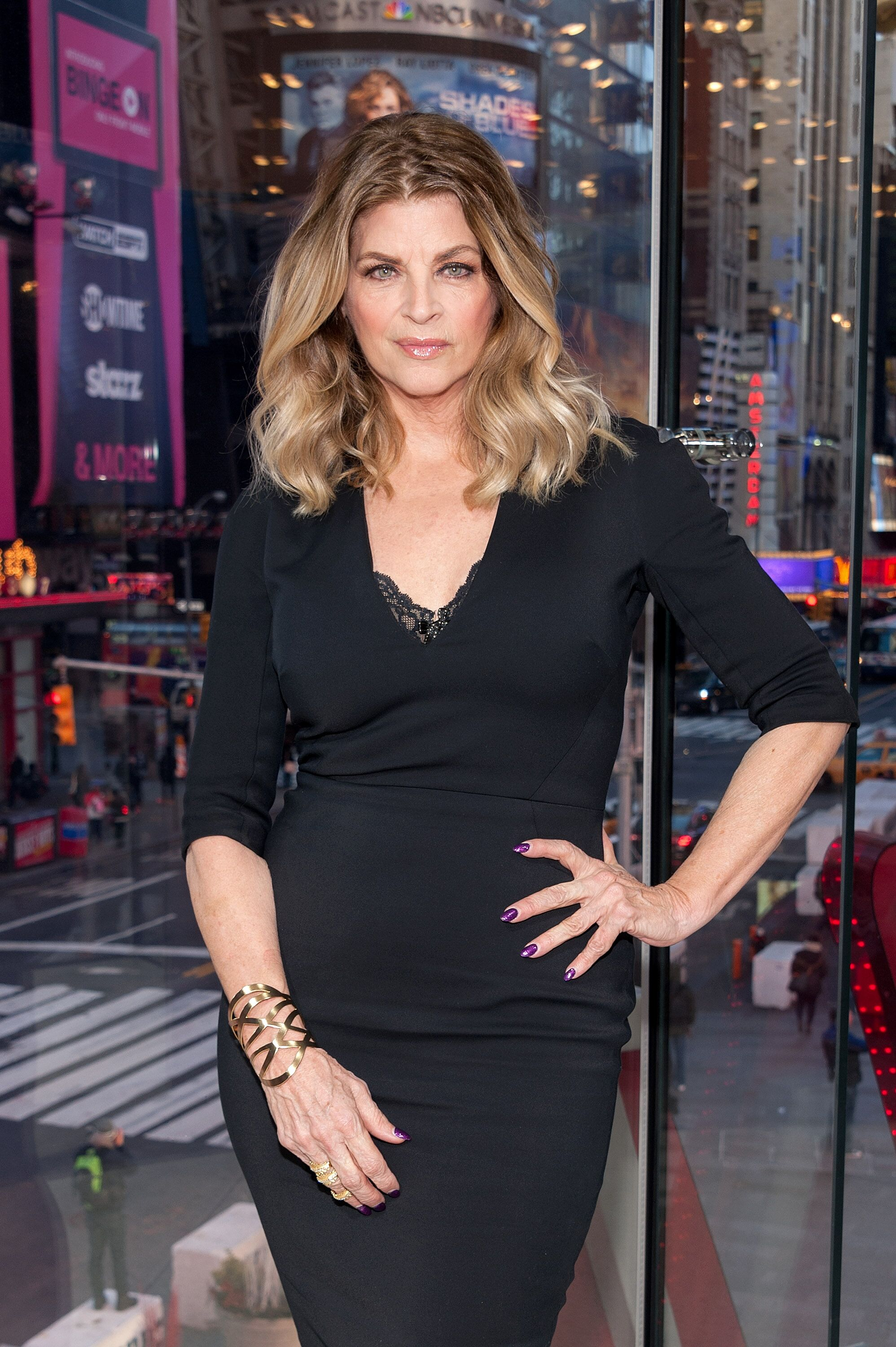 "Kirstie Alley visits ""Extra"" at their New York studios at H&M in Times Square on January 5, 2016 in New York City. 