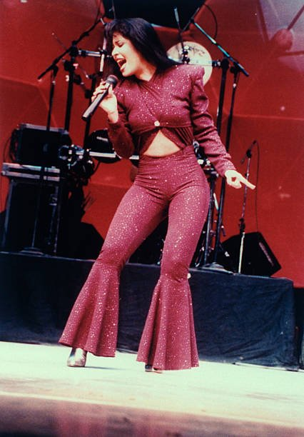Mexican singer Selena performing in concert | Photo: Getty Images