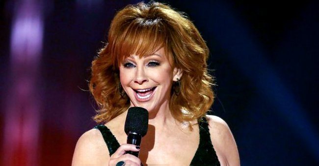 See Reba McEntire's Stunning Figure in a Tight Black Dress as She Sports Shoulder-Length Hair