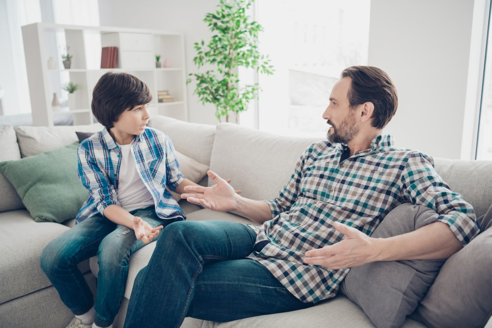 Son telling his father what went down at school | Photo: Shutterstock