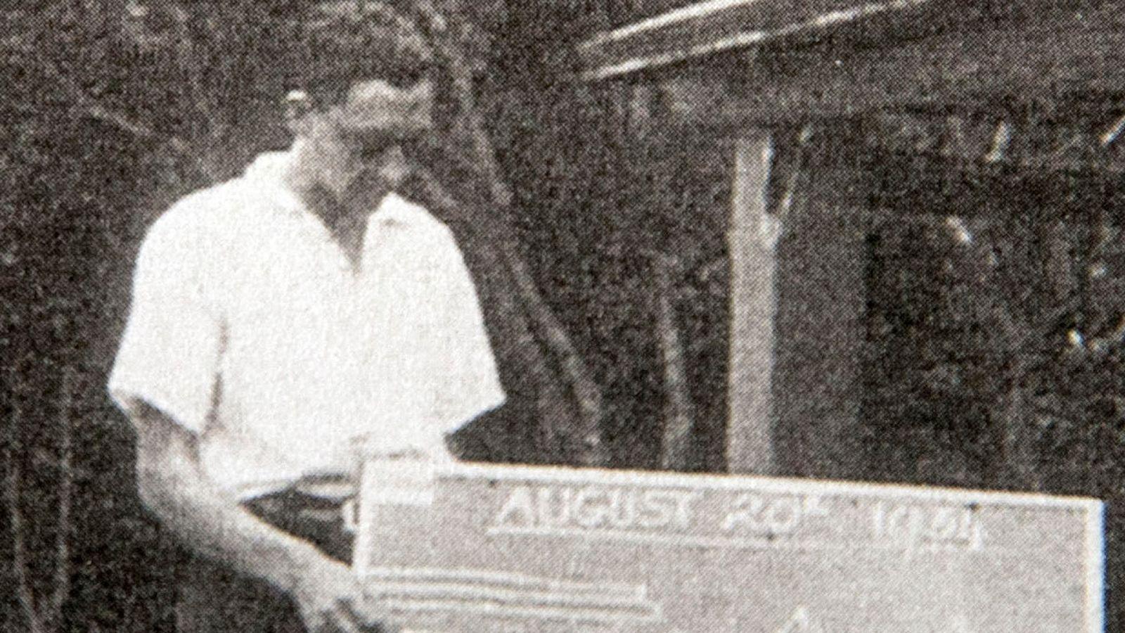Bob Weighton pendant qu'il était enseignant en 1934 | Photo : Skynews