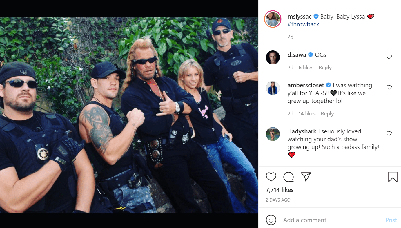 Pictured - A throwback image of the Chapman family, Lyssa and her father Duane and siblings wearing coordinated black outfits | Source: Instagram/@mslyssac