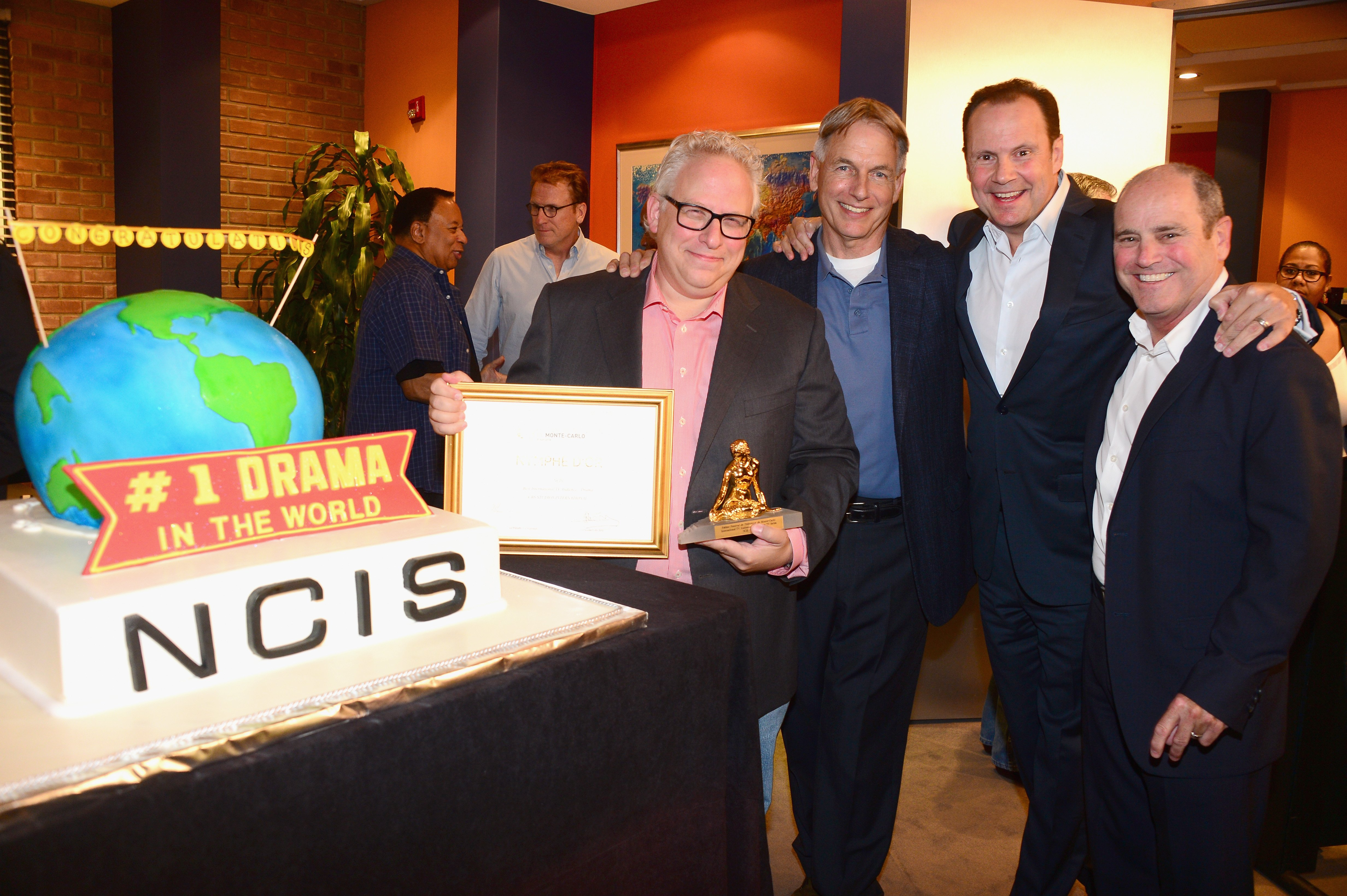 Gary Glasberg, Mark Harmon, Armando Nuñez, and CBS Paramount president David Stapf pose together to celebrate the show's milestone on August 7, 2014 in Valencia, California | Photo: Getty Images