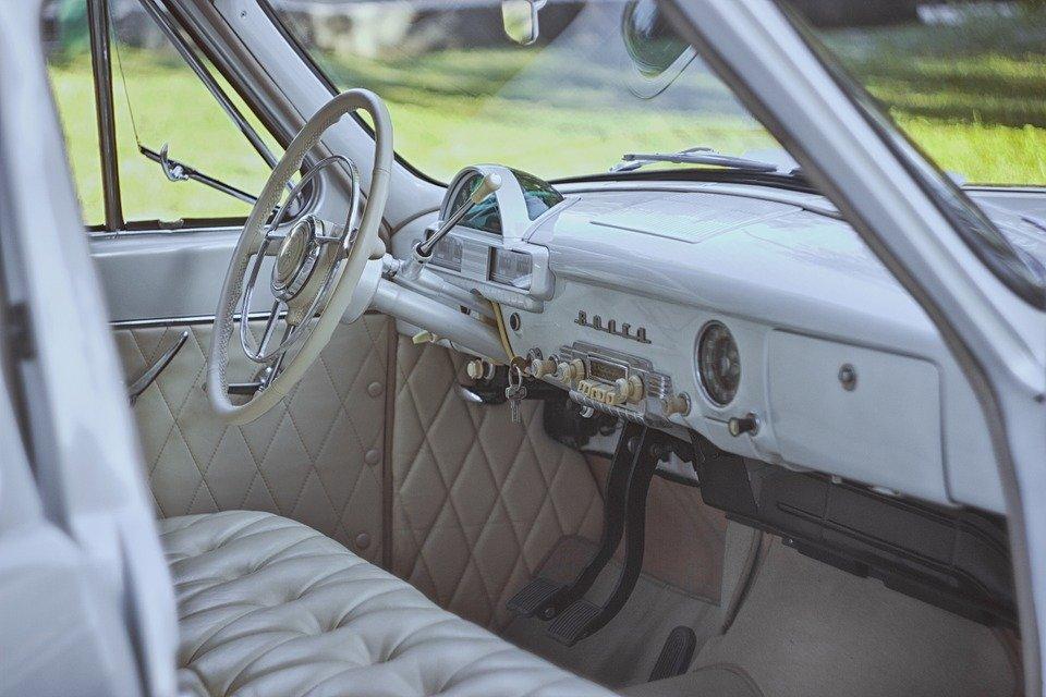 A l'intérieur de la voiture. | Photo : Pixabay