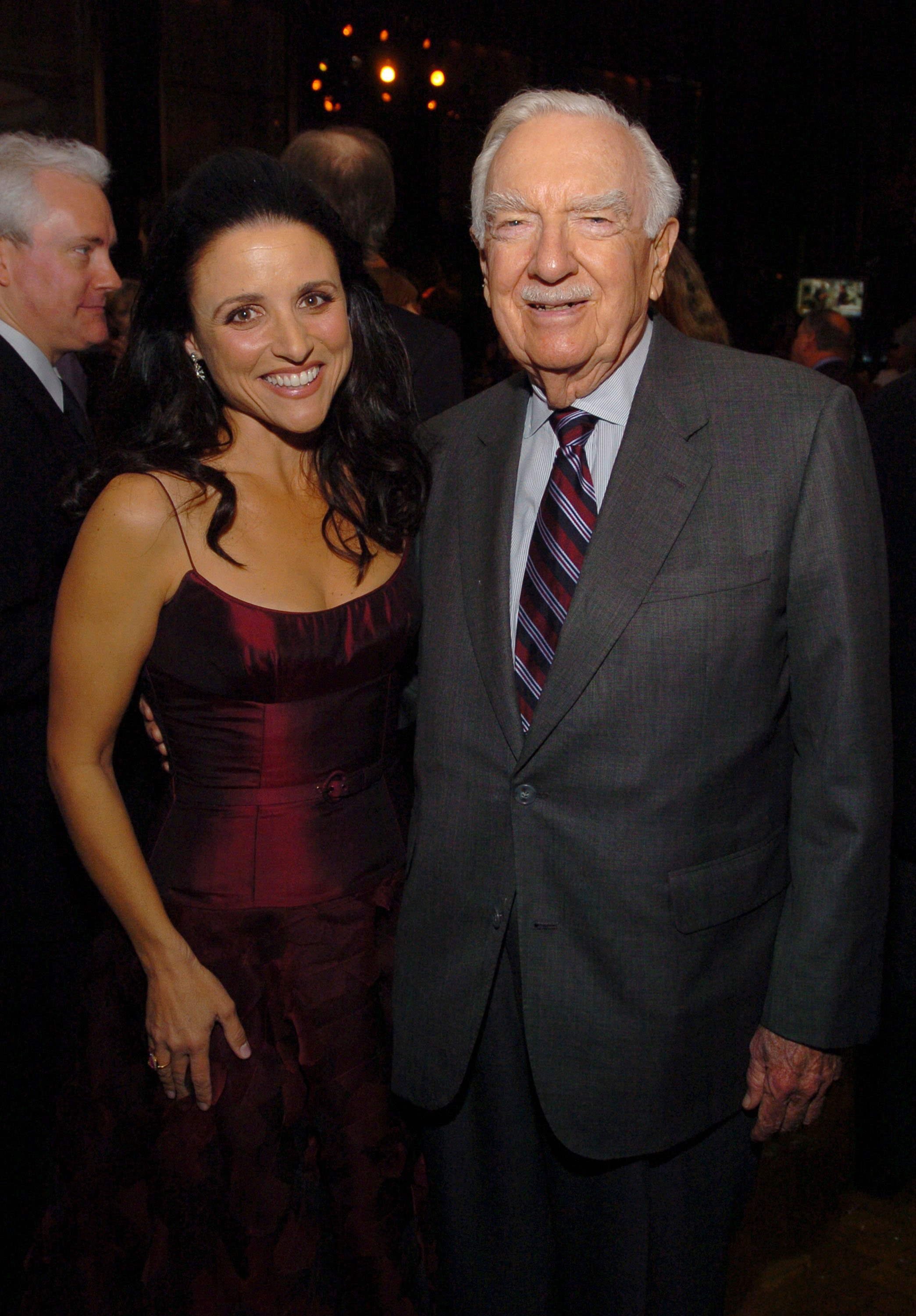 Julia Louis-Dreyfus and Walter Cronkite in New York City on November 17, 2004 | Source: Getty Images