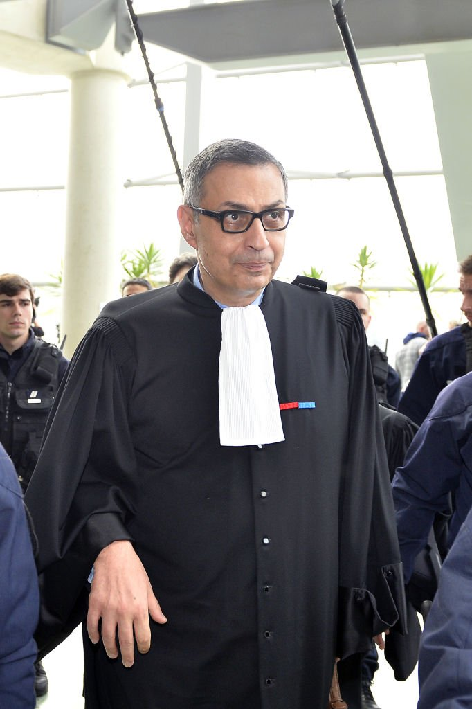 Maître Ardavan Amir-Aslani, l'avocat de Laeticia Hallyday le 15 mars 2018 à Nanterre. l Source : Getty Images