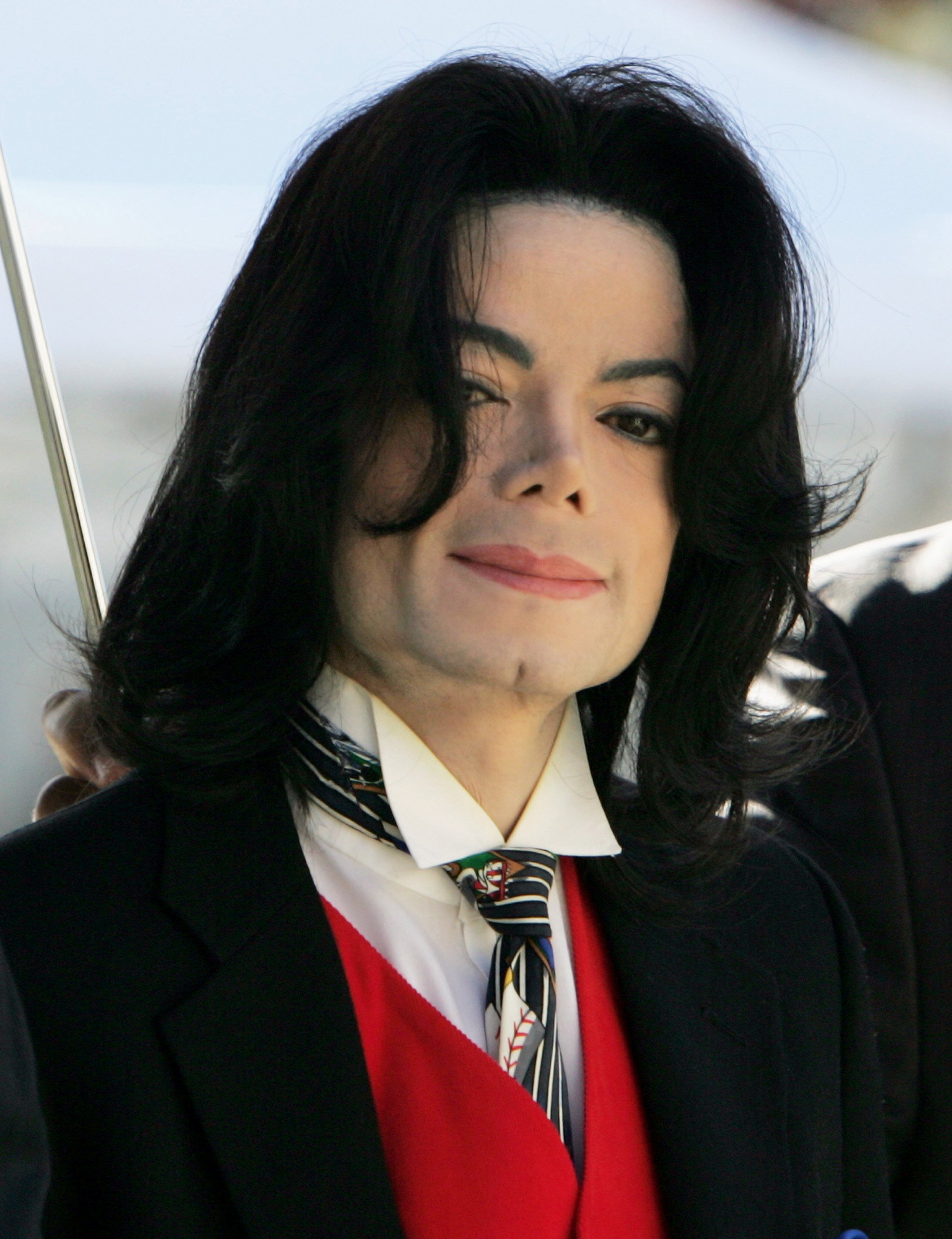 Michael Jackson at the Santa Barbara County courthouse on Apr. 29, 2005 in California | Photo: Getty Images