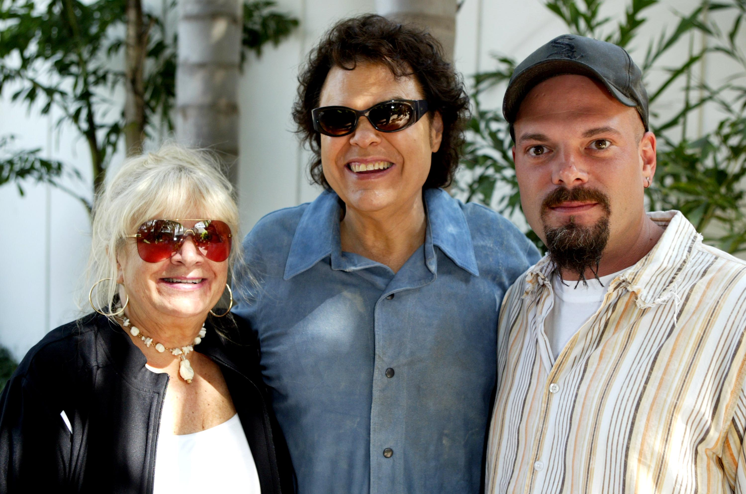 Ronnie Milsap with his wife, Joyce, and son, Todd, at the rehearsals for the Ray Charles tribute event | Photo: Getty Images