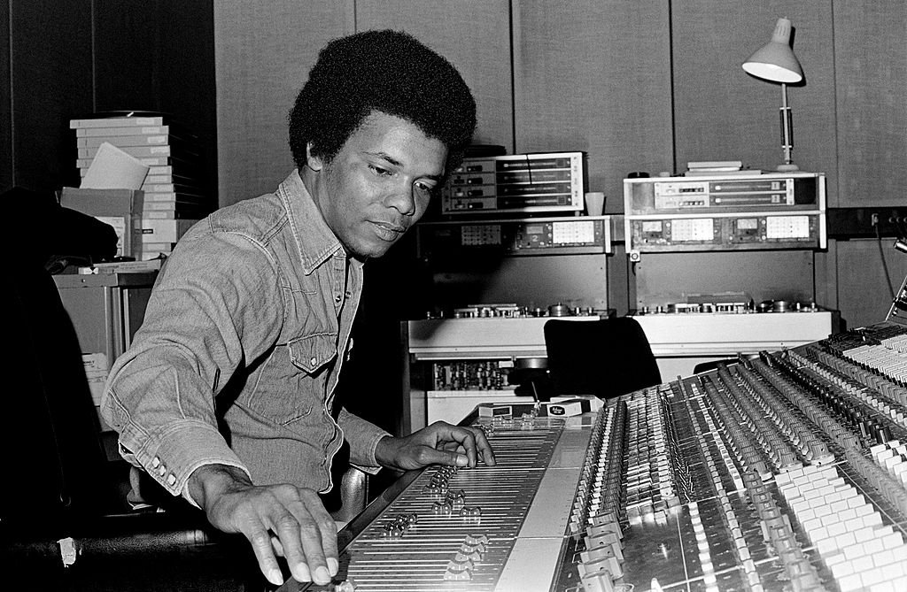 Johnny Nash recording at Whitfield Street Studios on January 01, 1975 | Photo: Getty Images