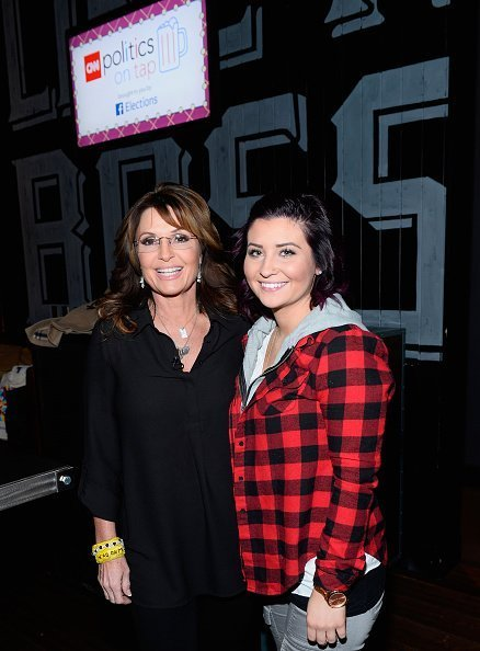 Former Alaska Gov. Sarah Palin (L) and her daughter Willow Palin attend CNN Politics On Tap at Double Barrel Roadhouse at the Monte Carlo Resort and Casino on December 14, 2015 in Las Vegas, Nevada | Photo: Getty Images