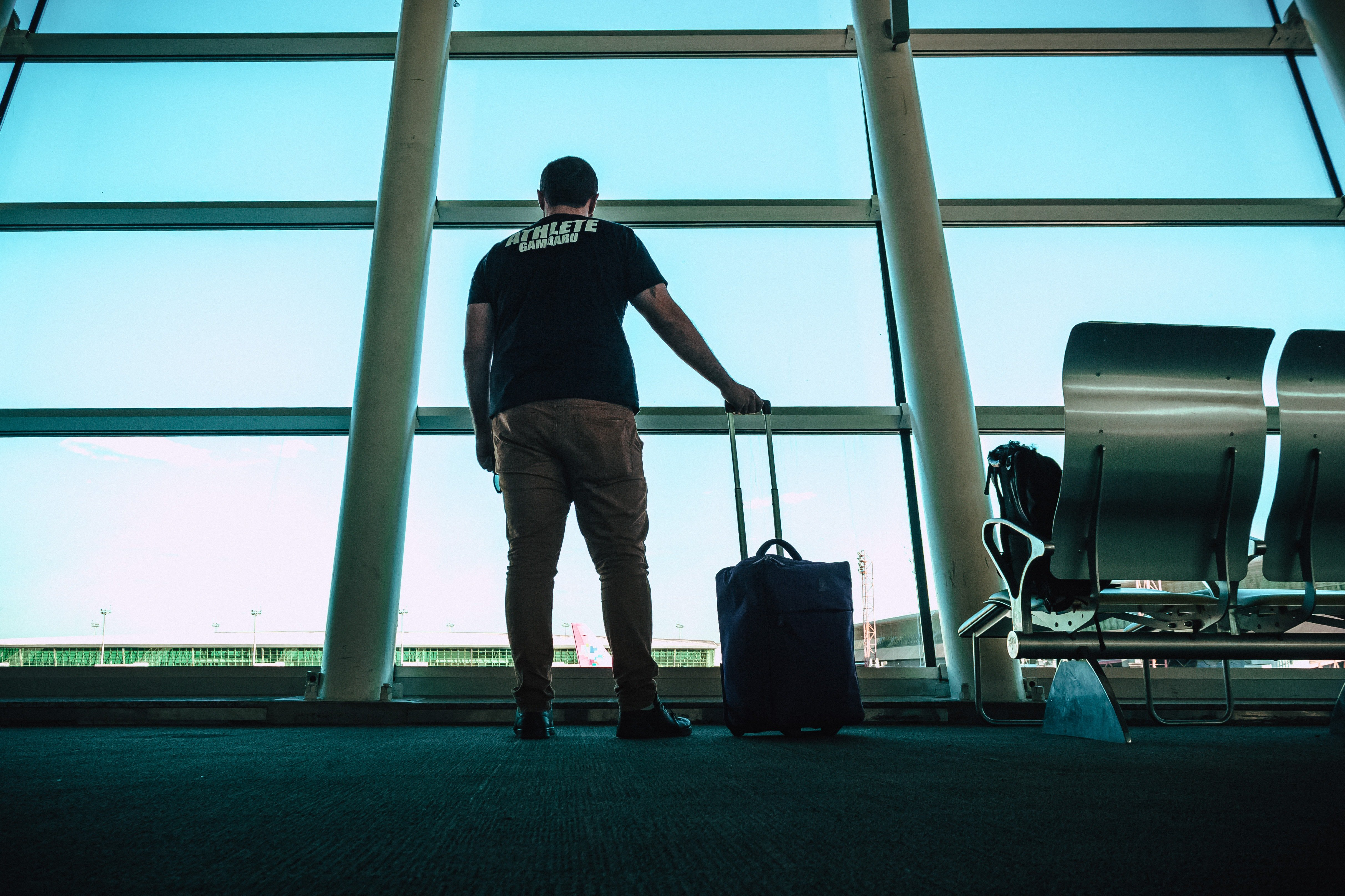 The man just wanted to find his luggage! | Photo: Pexels/Victor Freitas