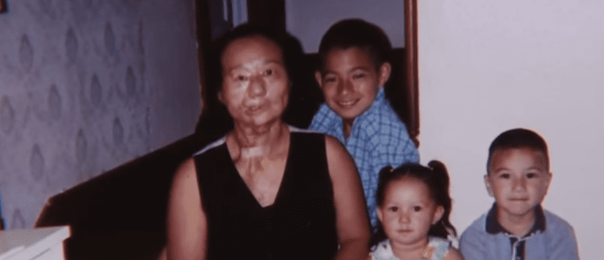 Another picture of Saundra Crockett with her kids | Photo: Youtube/cbslosangeles