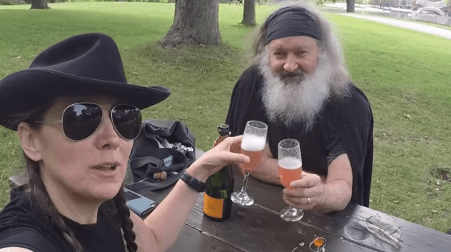 Randy y Evi Quaid. |Foto: YouTube/Randy Quaid