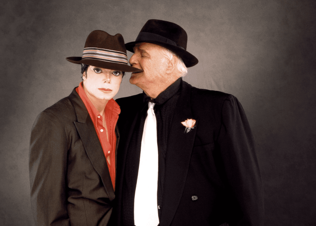 Marlon Brando and Michael Jackson doing promotions for 'You Rock My World' in Los Angeles,  in August 2001 | Source: Getty Images