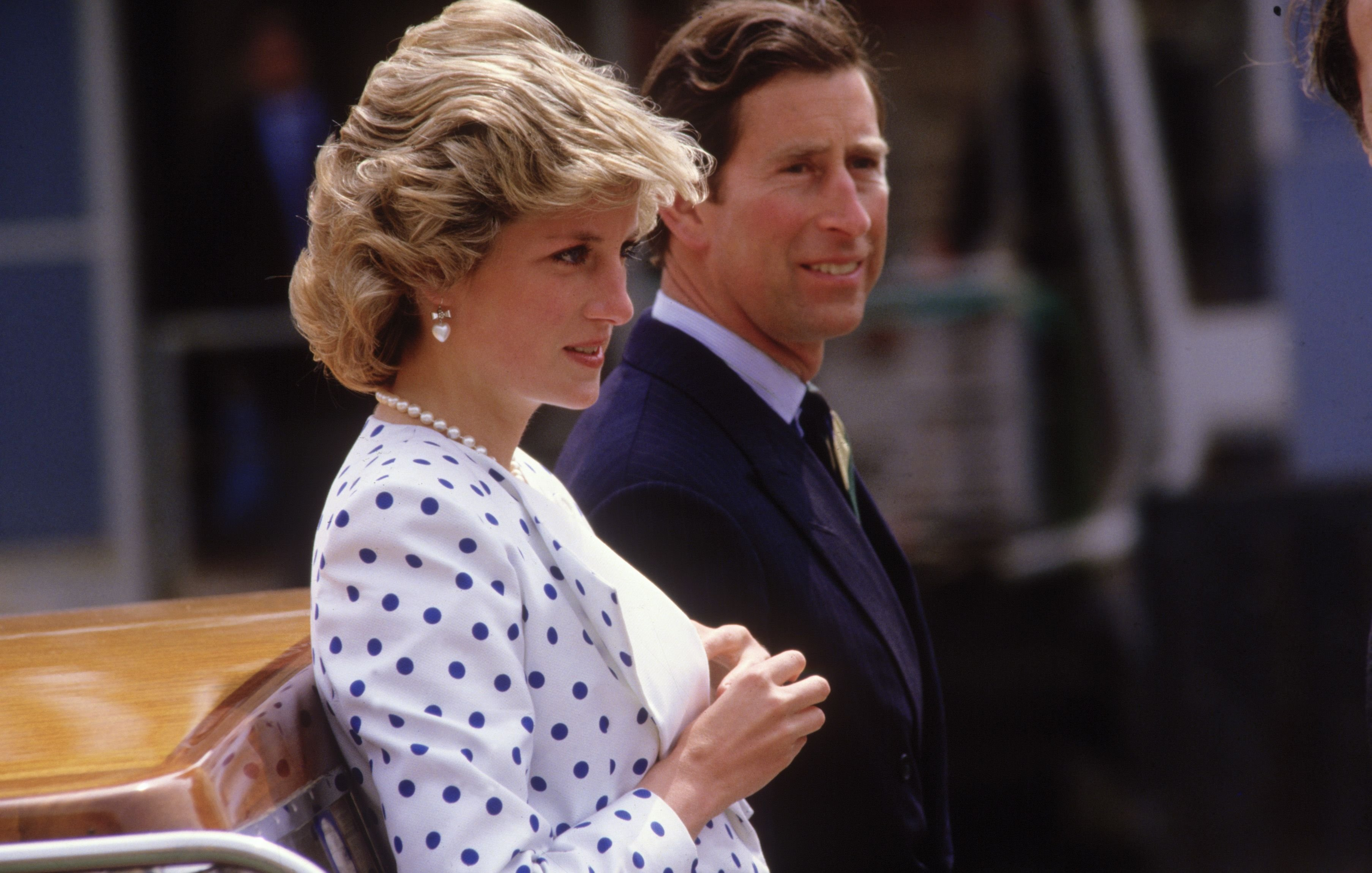 Diana Princess of Wales and Prince Charles travel by motor boat along the Grand Canal in Venice on May 4, 1985 | Photo: Getty Images