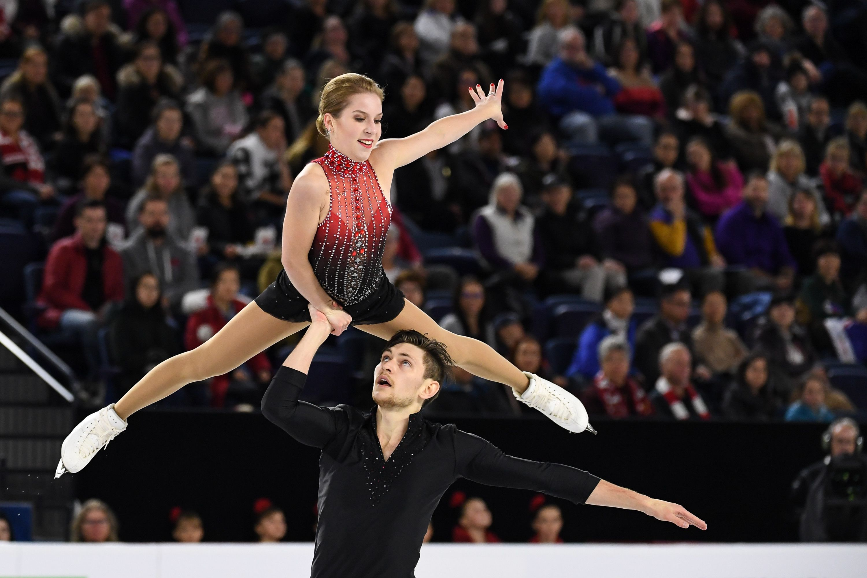 Ekaterina Alexandrovskaya und Harley Windsor, 2018 | Quelle: Minas Panagiotakis/International Skating Union/Getty Images