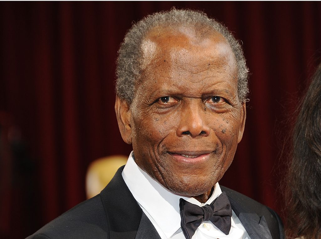 Actor Sidney Poitier arrives on the red carpet for the 86th Academy Awards on March 2nd, 2014. | Photo: Getty Images