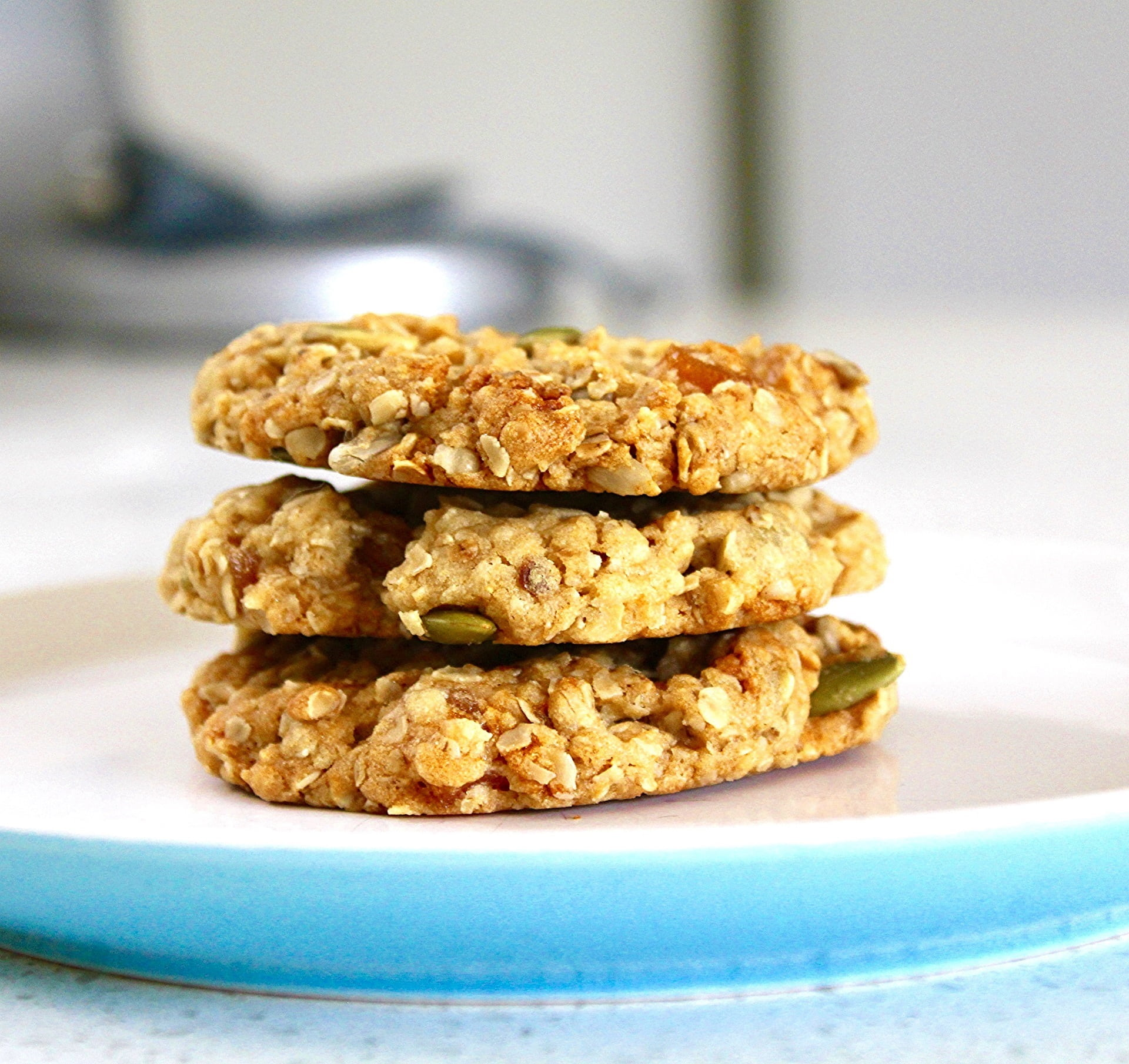 Three healthy-looking  cookies stacked on top of each other | Photo: Pikrepo