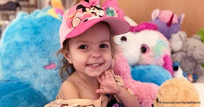 Cette enfant de 2 ans, courageuse, se bat contre un cas extrêmement rare de cancer des ovaires
