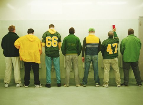 Photo of men lined up in a restroom | Photo: Getty Images