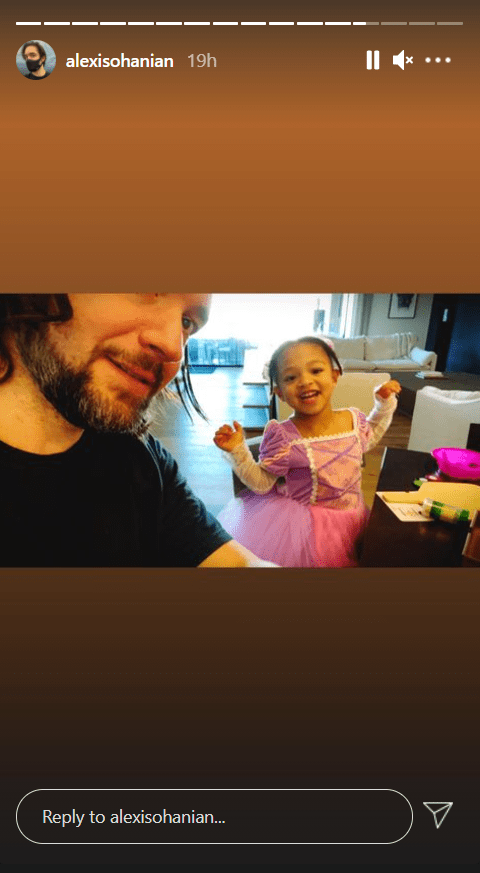 A selfie of Alexis Ohanian with his daughter, Olympia smiling in a pink dress. | Photo: Instagram/Alexisohanian