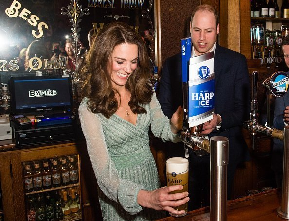 Kate Middleton, the Duchess of Cambridge, pulling a pint of beer in Belfast, Northern Ireland | Photo: Getty Images