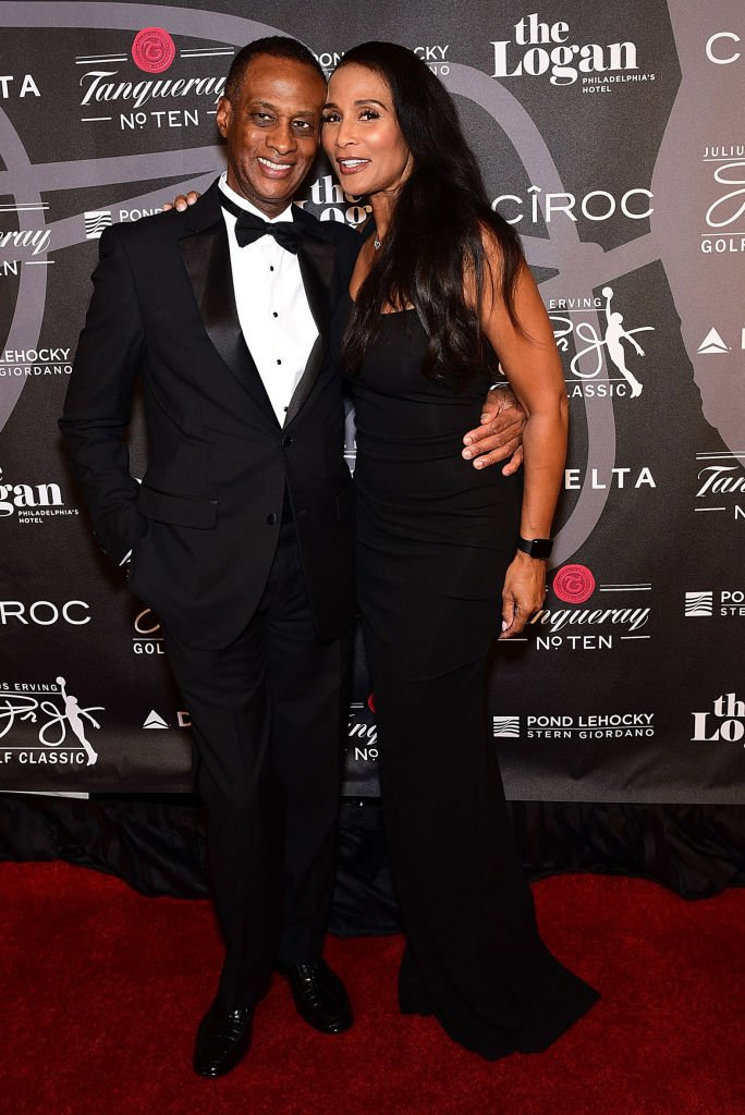 Brian Maillian and Beverly Johnson attend the Erving Golf Classic Black Tie Ball sponsored by Delta Airlines & Pond LeHocky Law,2017| Photo: Getty Images