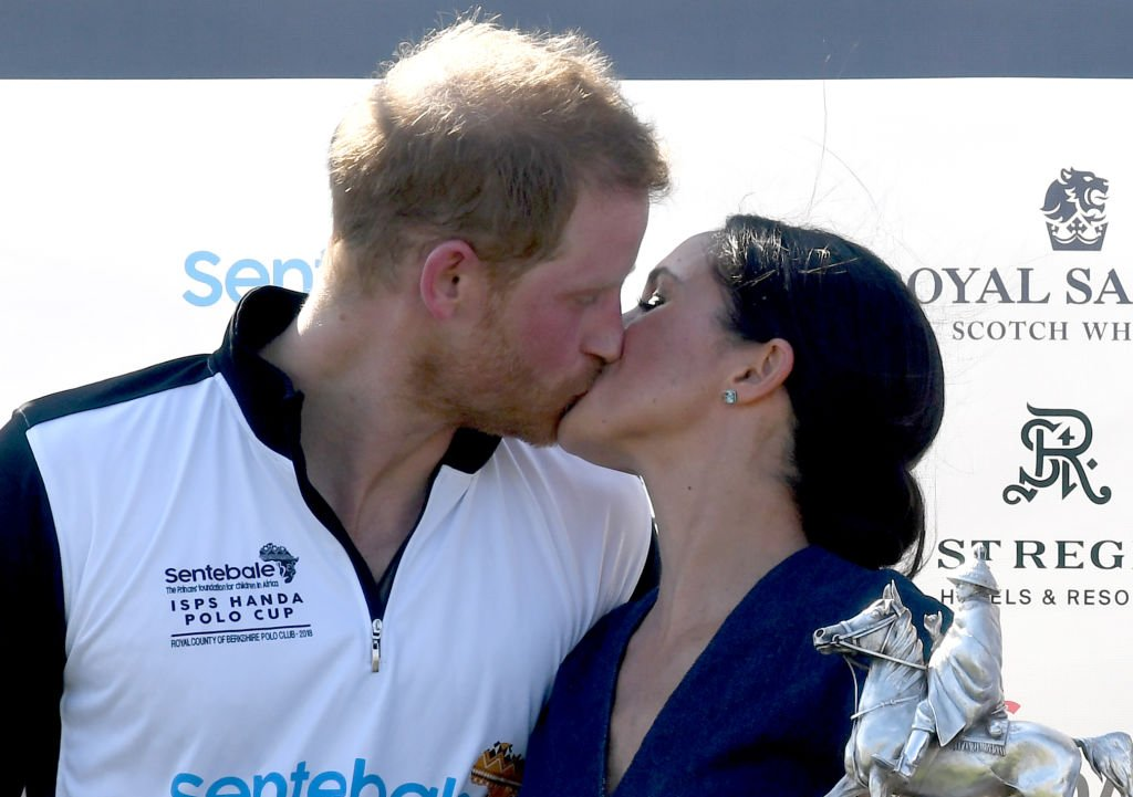 Meghan Markle and Prince Harry kiss after the Sentebale ISPS Handa Polo on July 26, 2018. | Photo: Getty Images