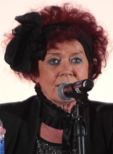 Patricia Quinn speaking at the 2015 Phoenix Comicon. | Source: Wikimedia Commons